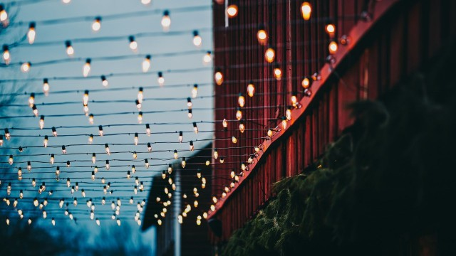 Christmas Winter wallpaper , Christmas street lights decor